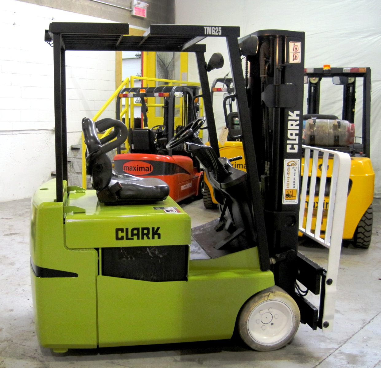 Three wheel electric sit down forklift 2.5 ton capacity - Side
