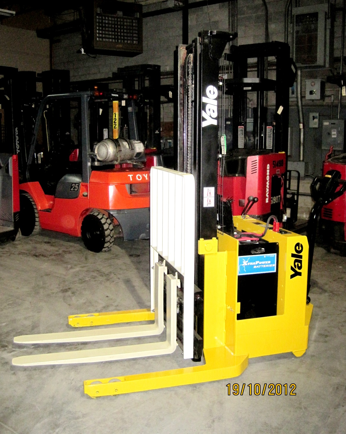 Stacker 4,000 lbs Capacity - Side