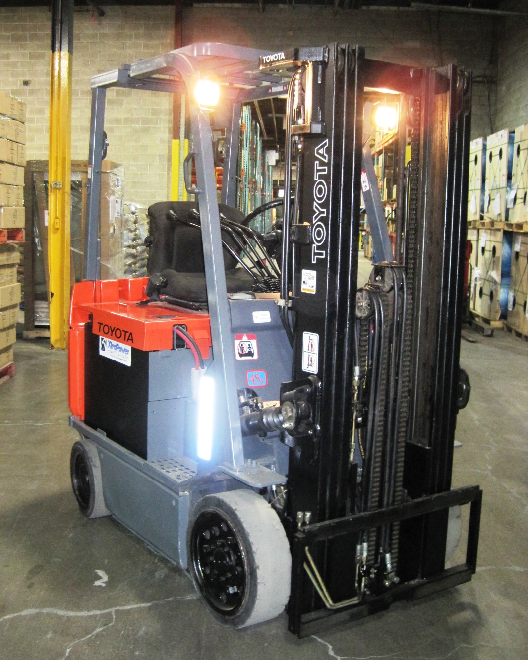 Four wheel electric 2,5 ton - Side/Front