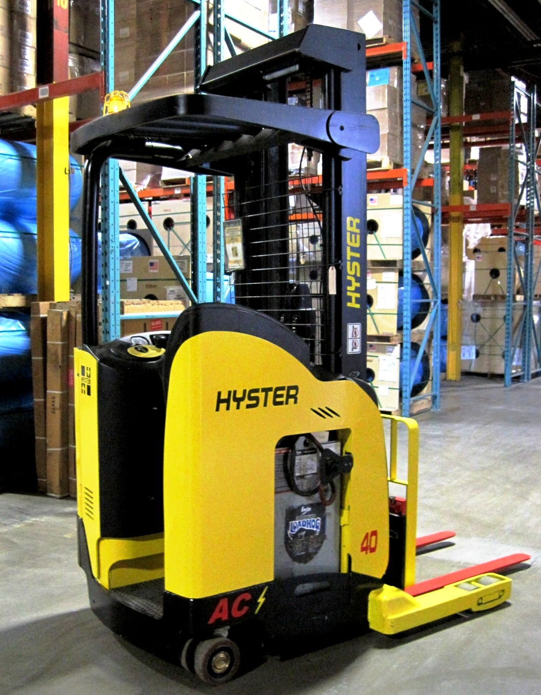 Narrow aisle reach 4,000 lbs capacity - Side