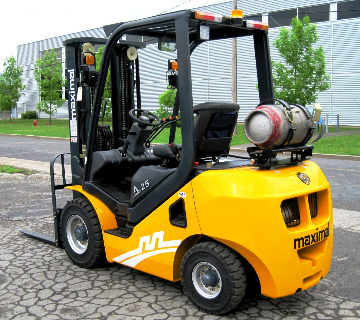 M series 2,0 ton A 2,5 ton LPG - Side/Back