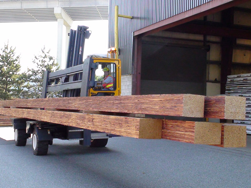 Three machines in one: Counterbalance forklift > aisle truck > side loader C14,000 - Side