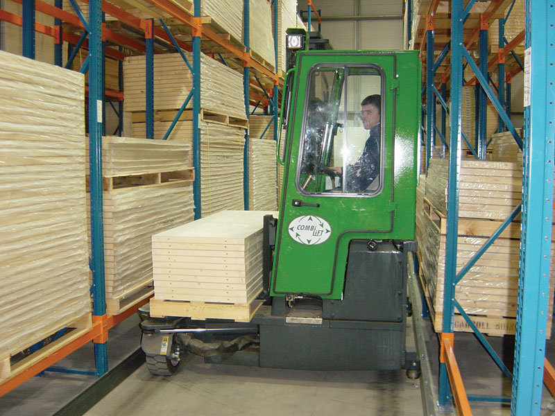Three machines in one: Counterbalance forklift > aisle truck > side loader C2500-C3000 - Side