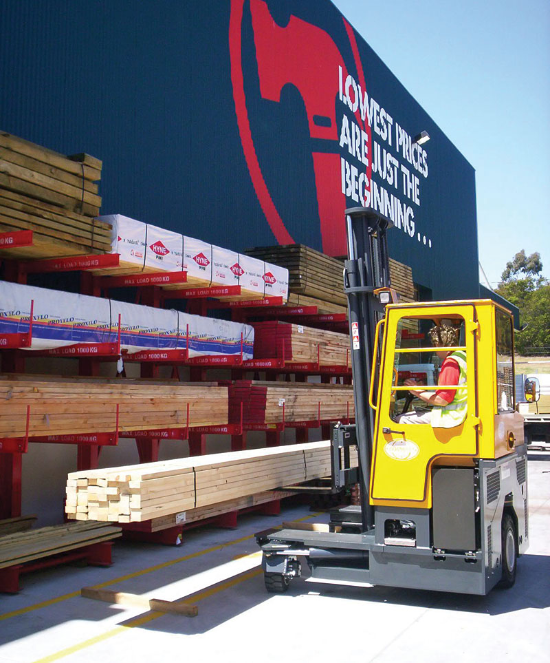 Three machines in one: Counterbalance forklift > aisle truck > side loader C2500-C3000 - Side/Back