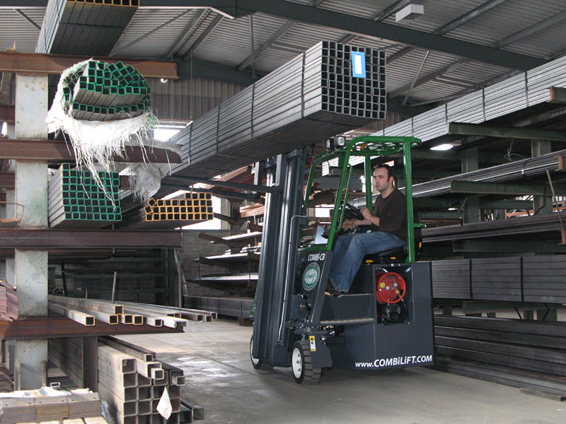 Compact multi-directional forklift - Side