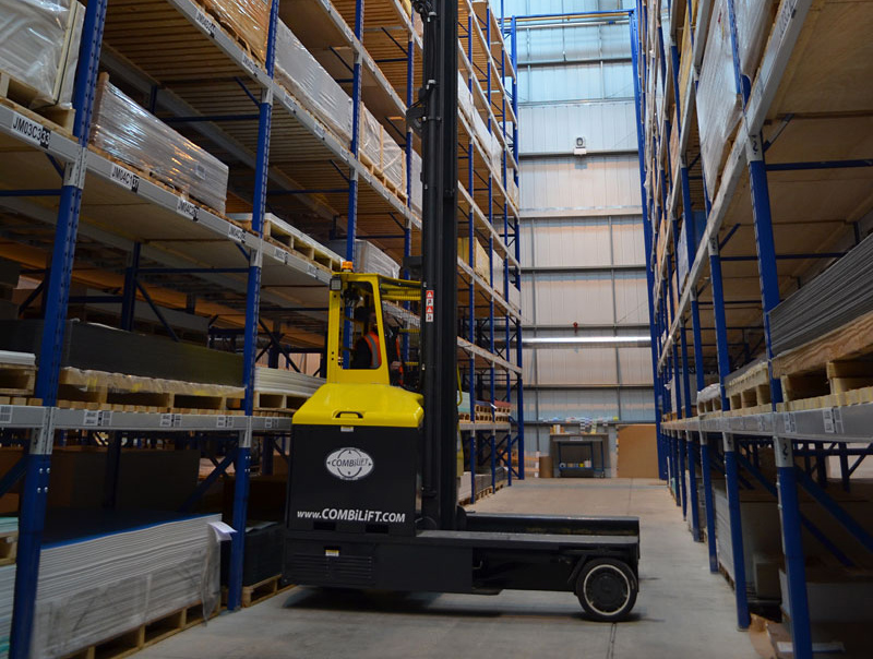 Three machines in one: Counterbalance forklift > aisle truck > side loader C4,000 electric - Side/Back