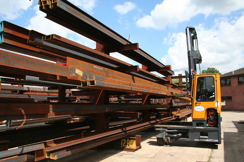 Three machines in one: Counterbalance forklift > aisle truck > side loader C6,000-C8,000 - Side