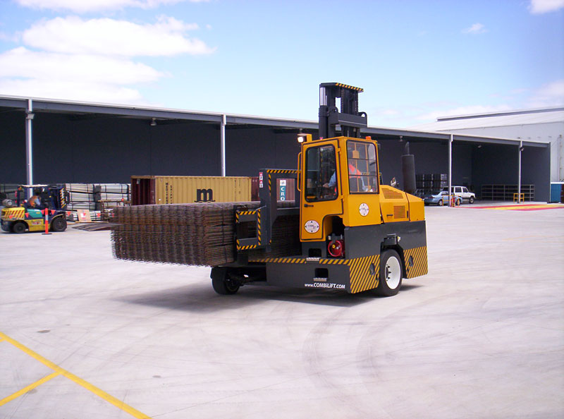 Three machines in one: Counterbalance forklift > aisle truck > side loader C6,000-C8,000 - Side/Back