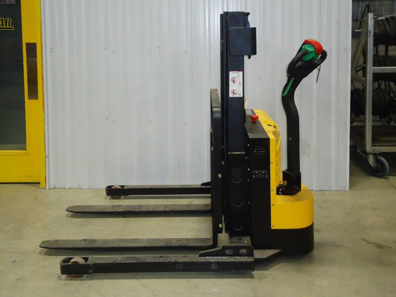 Light duty electric stacker W-10 - Side