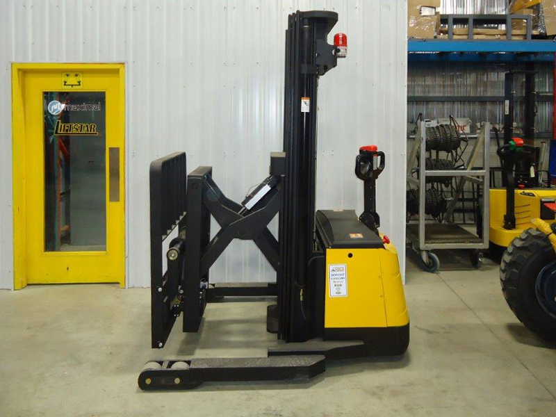 Heavy duty electric stacker reach W-85 - Side
