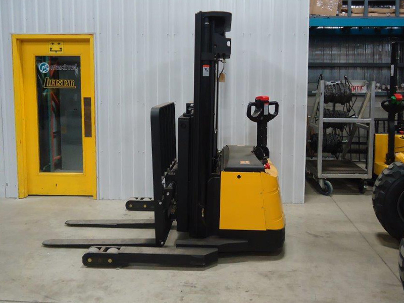 Heavy duty electric stacker W-96 - Side
