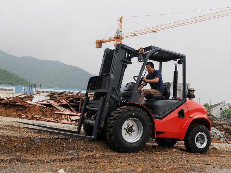 Maximal forklift four-wheel drive - Side
